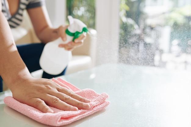 Table de nettoyage ménagère
