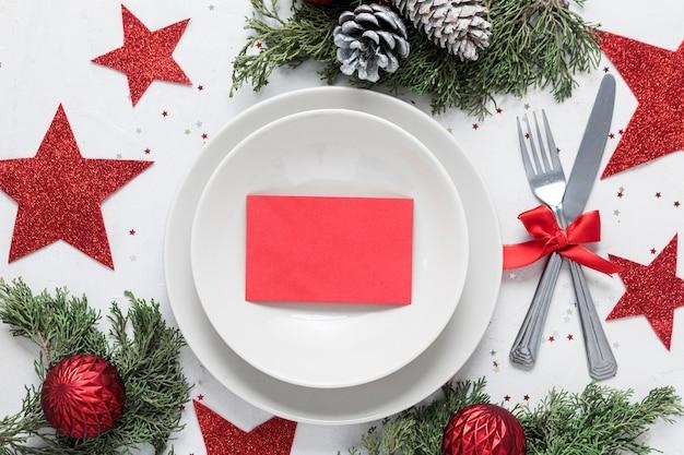 Table de noël festive à plat