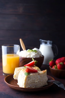 Table de petit déjeuner avec des ingrédients sains et savoureux.