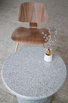 Table polyvalente design d'intérieur dans un style moderne