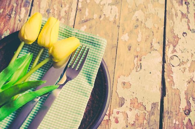 Table de printemps pour pâques ou la fête des mères
