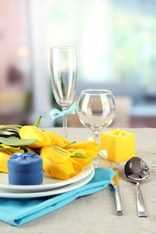 Table de printemps servant sur lumineux