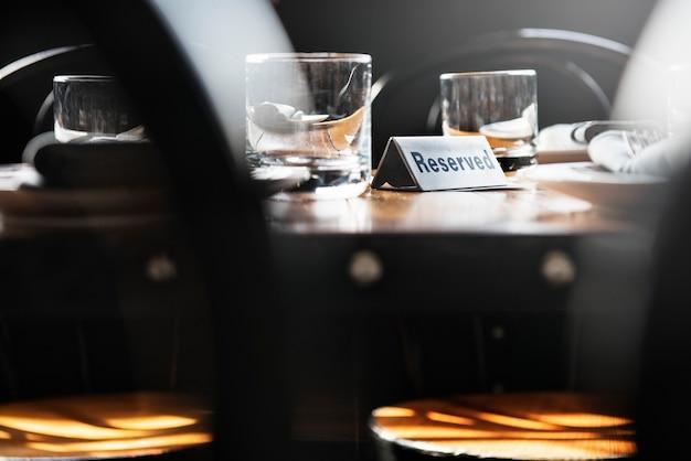 Table réservée dans un restaurant