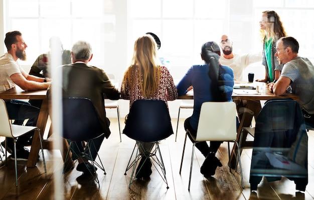 Table de réunion concept de partage de réseau