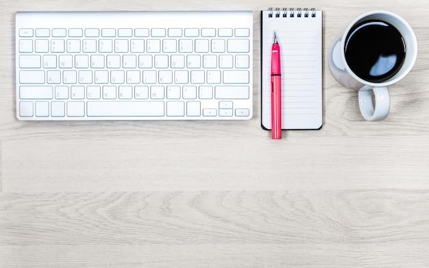 Table de texture bois brun clair de business office.