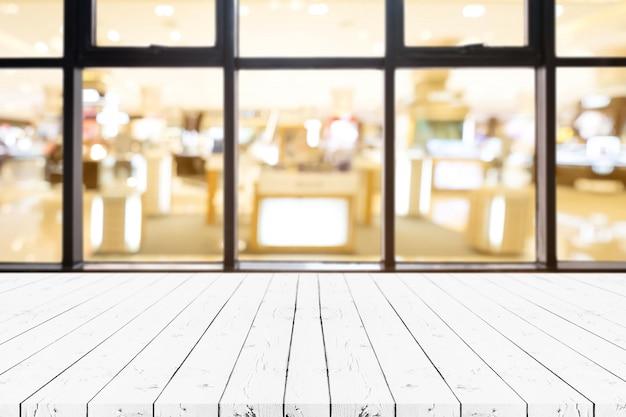 Table vide de planche de bois blanc perspective