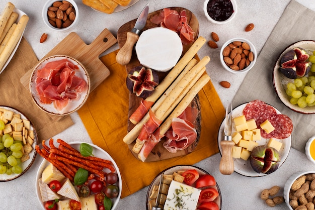 Table vue de dessus pleine de plats délicieux