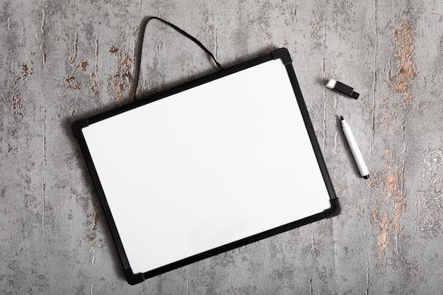 Tableau blanc vue de dessus avec espace copie