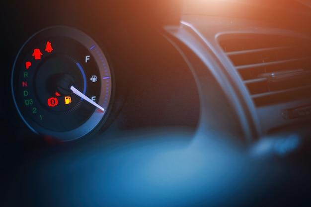 Tableau de bord agrandi de la voiture de l'huile de kilométrage