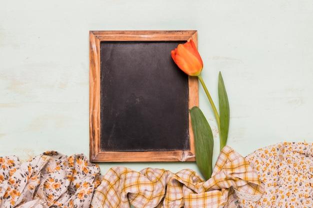 Tableau cadre avec tulipe et châles