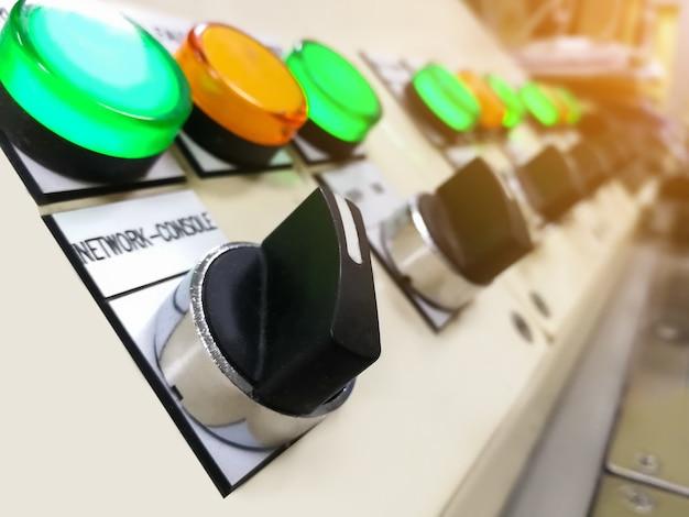 Tableau de commande equipement électrique interrupteur principal commande disjoncteur électrique dans armoire