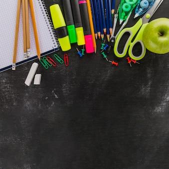 Tableau et fournitures scolaires