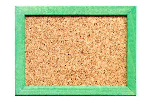 Tableau de liège dans un cadre en bois vert isolé sur blanc