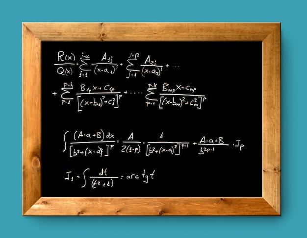 Tableau noir calcul difficile mathématiques formule