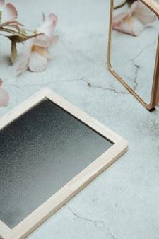 Tableau noir avec espace vide pour l'espace de copie, concept minimal léger