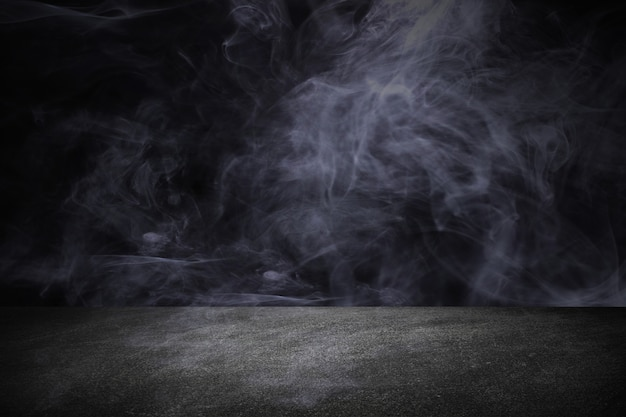 Tableau noir ou tableau fond de toile de fond studio avec de la fumée