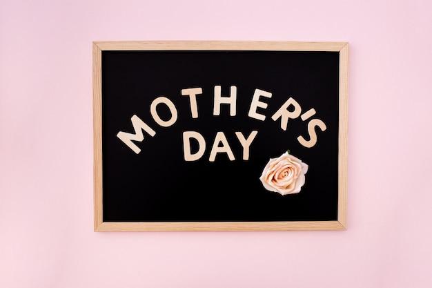 Tableau noir avec texte de la fête des mères