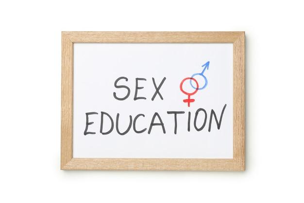 Tableau noir avec texte sex education isolé sur mur blanc