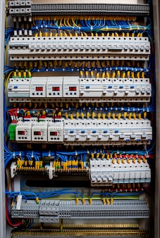 Tableau de tension avec disjoncteurs.