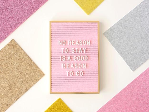 Tableau de texte de motivation rose vue de dessus