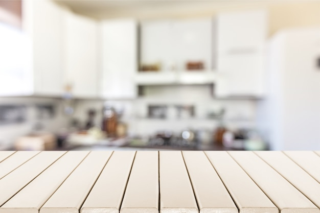 Tableaux blancs en bois comme table, vue rapprochée