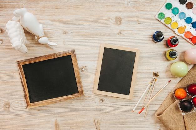 Tableaux noirs et oeufs peints