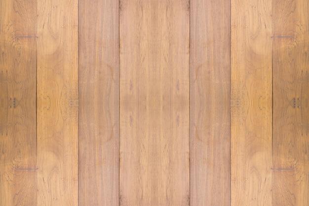 Les tables en bois de différentes couleurs