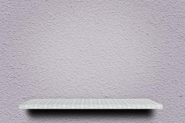 Tablette blanche vide sur un mur de ciment pour la présentation du produit