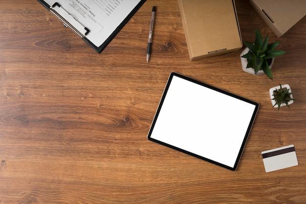 Tablette avec écran vide avec espace copie