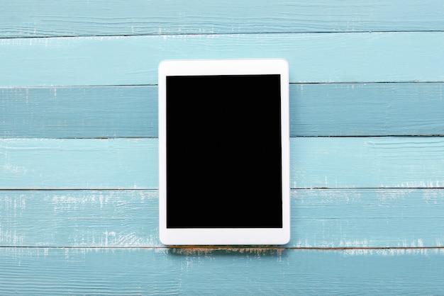 La tablette sur fond bleu