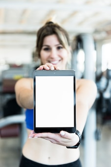 Tablette montrant une fille fitness