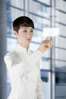 Tablette tactile doigt de femme d'affaires futuriste