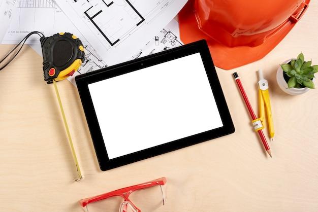 Tablette vue de dessus sur la maquette du bureau