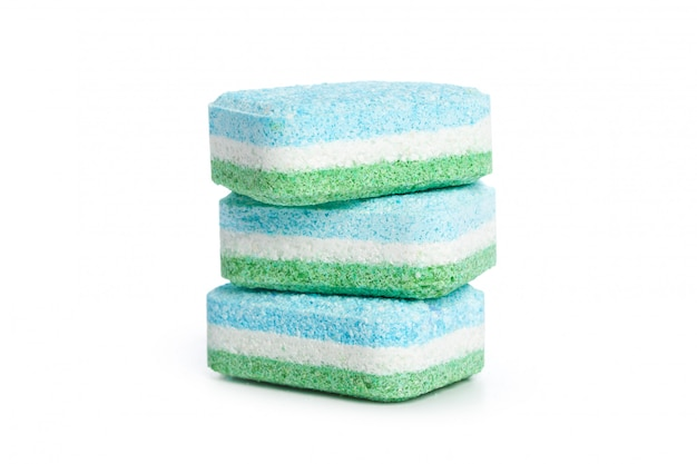 Tablettes lave-vaisselle sur blanc