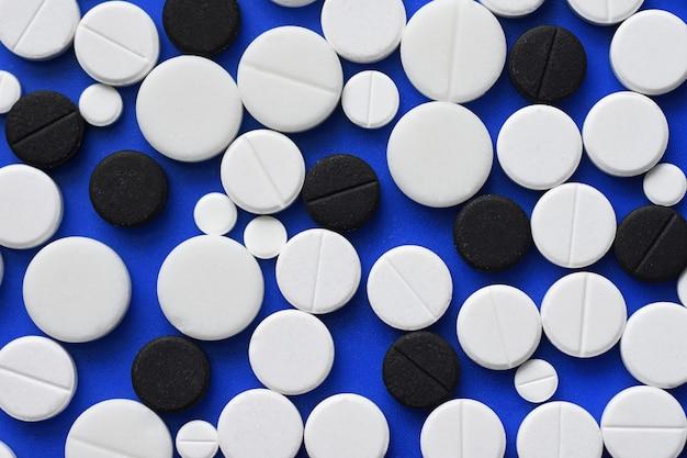 Tablettes rondes disposées abstrait isolé