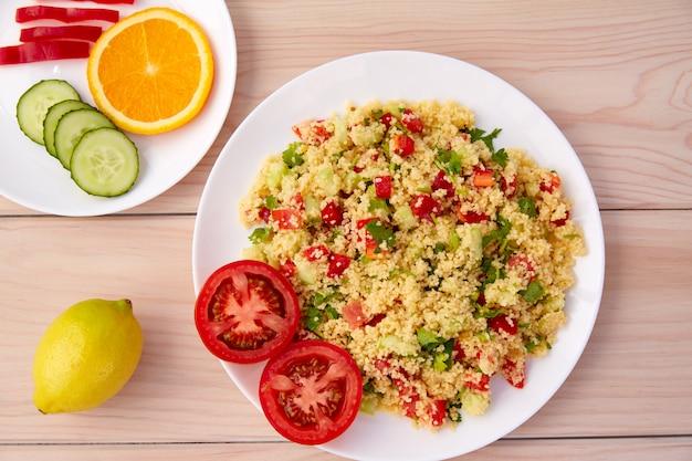Tabule cous cous salade de légumes frais