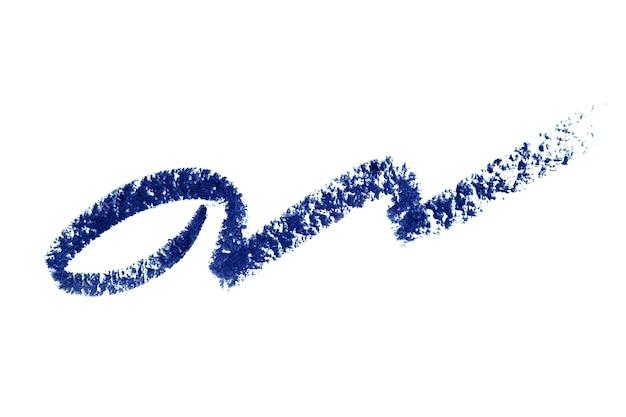 Tache de frottis de course d'eyeliner isolé sur blanc. trace crayon de maquillage couleur bleu tendance.