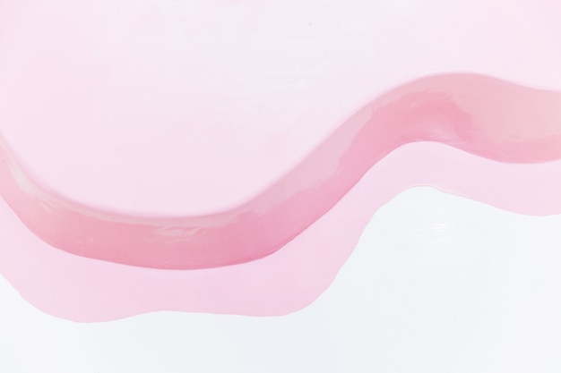 Tache rose sur fond blanc. détail créatif de l'intérieur