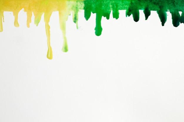 Taches artistiques colorées des éclaboussures d'aquarelle