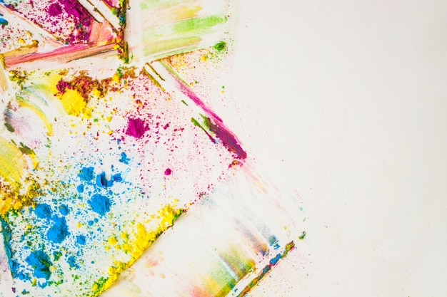 Taches de différentes couleurs vives et sèches