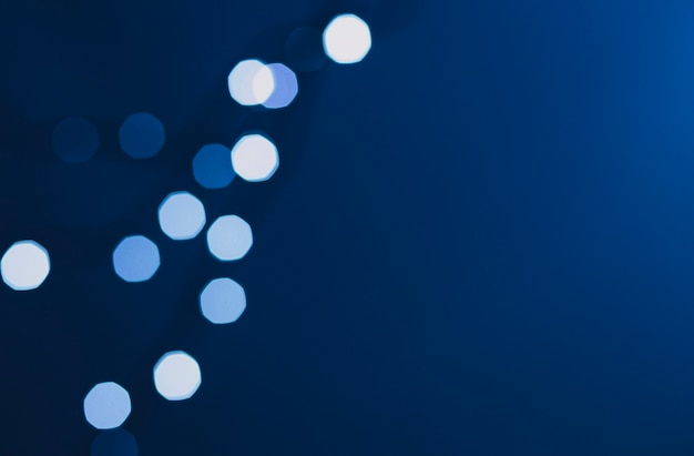 Des taches de lumière sur le bleu