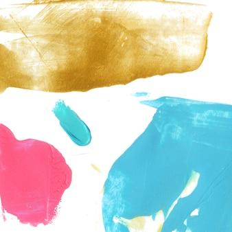 Taches de peinture bleue, rose et or sur fond blanc. texture créative lumineuse.