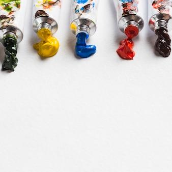 Taches de pigment près des tubes