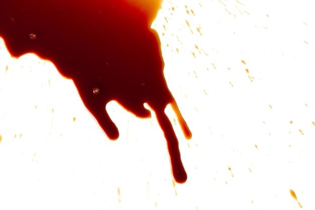 Taches de sang sur un blanc