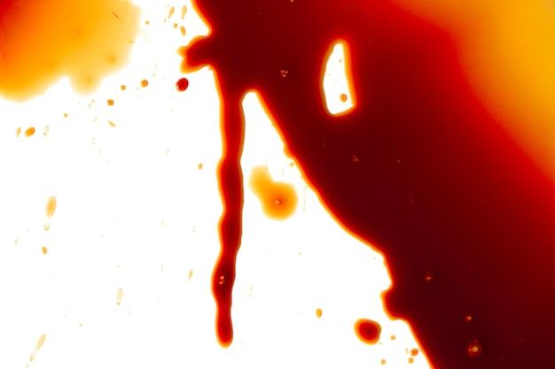 Taches de sang sur fond blanc