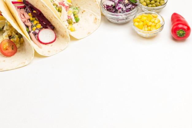 Taco végétarien s'enroule à plat