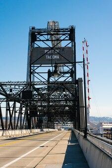 Tacoma, washington, états-unis. avril 2021. pont de fer du port maritime