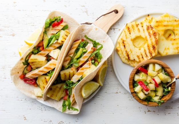 Tacos au poulet mexicain à l'ananas grillé