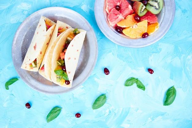 Tacos aux fruits. collations d'été.