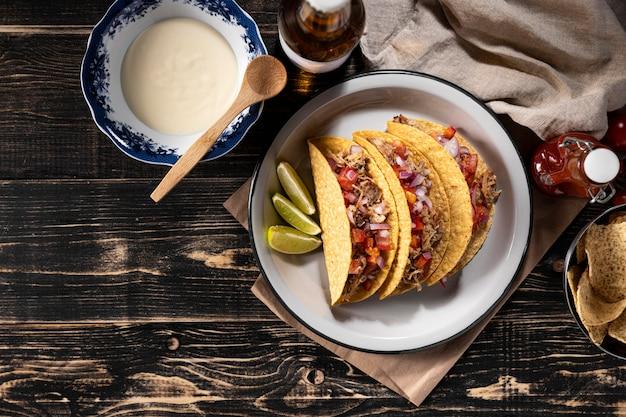 Tacos aux légumes et viande ci-dessus vue